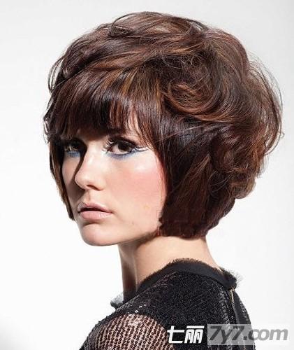 扎着也好看,贝壳卷,三角型 女士发型修剪脸型,        三角形是指图片