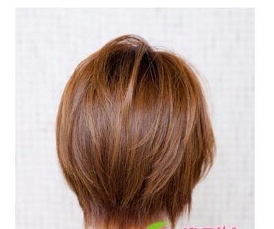 清新女生短发发型突显女性优美