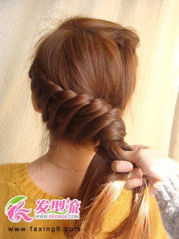 韩式发型扎法步骤 夏日清凉时尚编发(8)