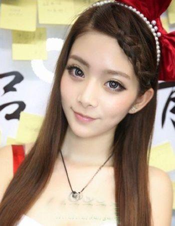 直长无刘海戴发饰发型 直头发无刘海发型图片(2)图片
