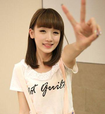 什么发型好看女人齐刘海直头发 齐刘海发型直发图片(3图片