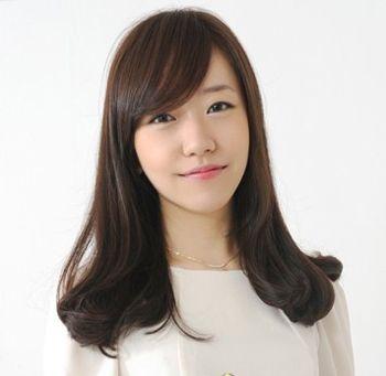 直刘海烫什么头发好看 直刘海中长发烫发发型图片(4)