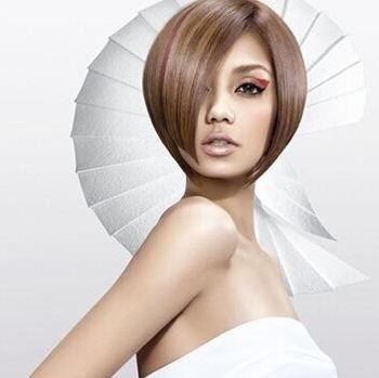 侧分沙宣短发发型图片