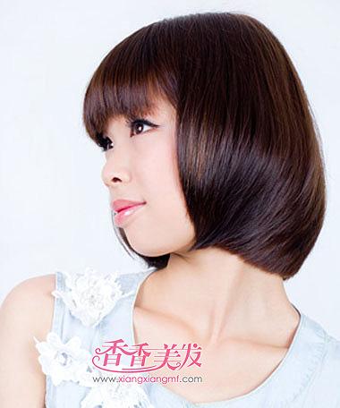 怎么梳合适圆脸女人的沙宣短发发型,齐刘海立体蓬松沙宣头短发发型图片