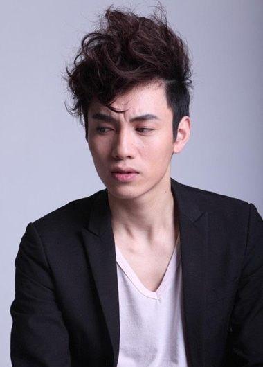 男人长刘海上翘的发型 男长发刘海发型图片图片