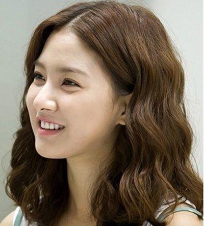 韩国最流行的烫发 韩式烫发扎辫(2)_发型图片