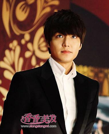 次   男人圆脸如何设计发型 2015韩国圆脸男明星发型选择最适合自己图片