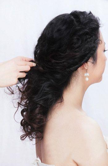 韩式新娘发型盘发步骤图解 新娘发型的简单盘发步骤(2
