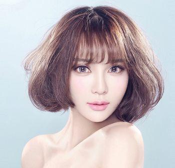 空气齐刘海的短发梨花烫可是良多长脸女的最爱呢,刘海减龄妥妥的呢