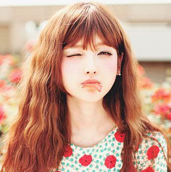 矮个子颜色符合烫头发最烫发的流行黑色眉毛头发女人画什么发型好看图片