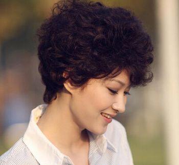 好看的短发烫发发型符合四十几岁年龄的 40到50岁符合图片