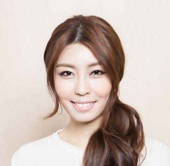 简洁干练扎头发发型 新潮发型女扎发图片(3)图片