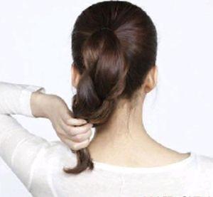 中发扎丸子头的步骤 中发日系丸子头扎法图解(2)