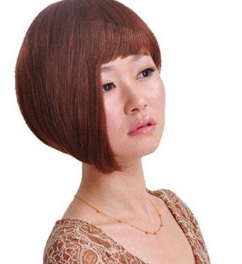 齐刘海新潮短发沙宣发型