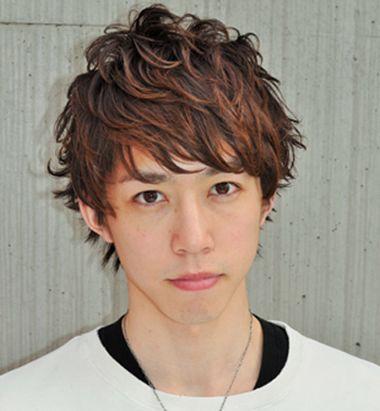 男生小波浪卷烫头发型 男性烫发发型图片图片