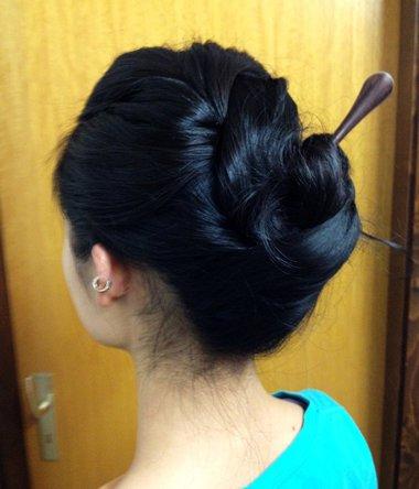 簪子的盘发方法图解中短发直发 中短发直发盘发图片