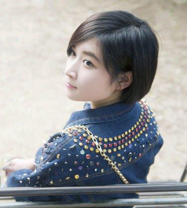 女人斜刘海和婉沙宣头短发发型图片
