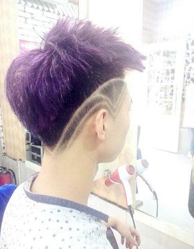男人紫色个性刻字短发发型图片