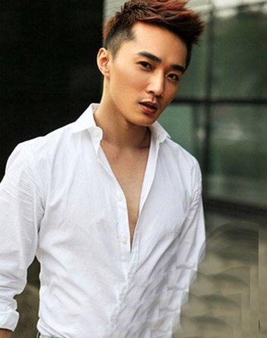 这款2016年男人短卷发无刘海飞机头发型设计是十分简洁的发型,看图片