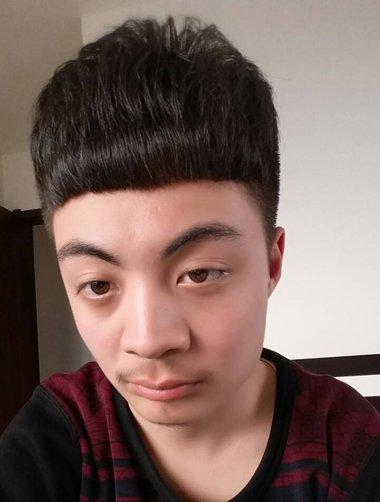 男人条理锅盖头刘海短发发型