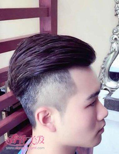 男士顶上与两侧剃短短直发无刘海发型设计图片