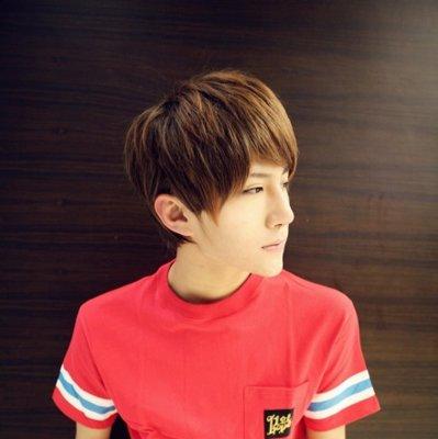暗红色斜刘海发型设计图片