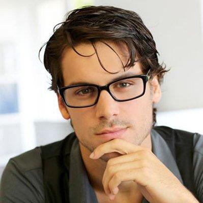 戴眼镜男生好看的短发头型 男生最短短发名称