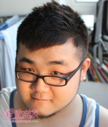 发型选择最适合自己脸型的男士发型,打造属于我们自己独特的风格吧.