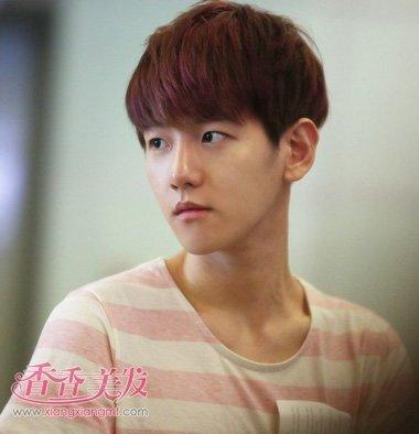 男人紫色挑染刘海短发发型图片
