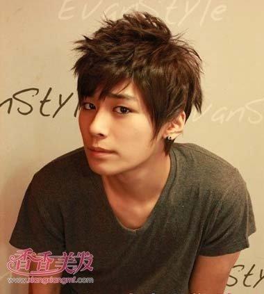 发型自己学做发型日本男发型图片(3)_男人图片烫发短碎发图片