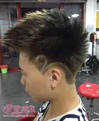 男生新潮霸气发型 耳朵上面有刮痕的男士发型图片