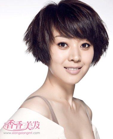 斜刘海蓬松沙宣头短发发型