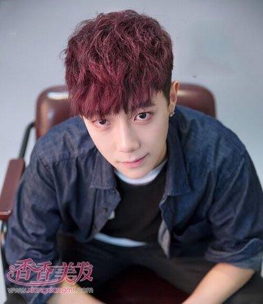 2017年最流行酒红色短卷发齐刘海发型设计