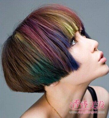 齐刘海沙宣挑染短发发型