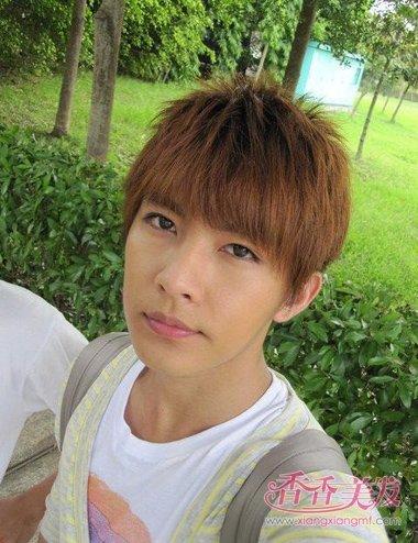 男青少年短直发齐刘海发型设计图片
