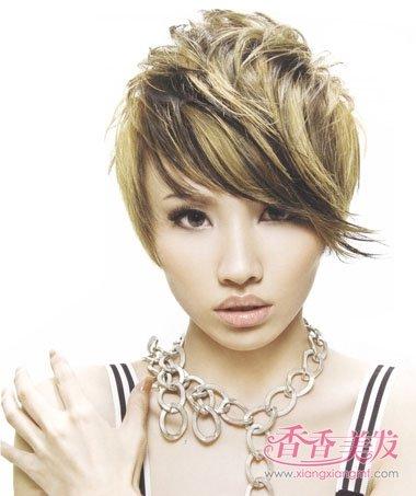 斜刘海沙宣纹理烫短发发型