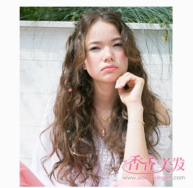 日系中分公主头长卷发 日系风格女人长卷发(4)_发型图片