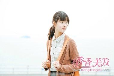 韩国小女孩卷发扎马尾齐刘海发型设计