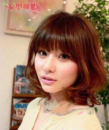 齐刘海内卷卷发发型图片 齐刘海卷发发型