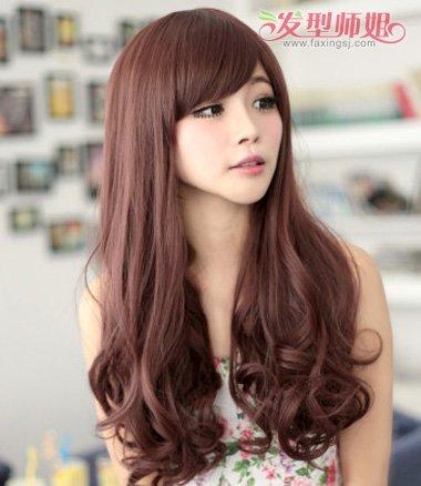 发橱发型集锦齐腰梨花 水瓶座女人符合的梨花烫发型