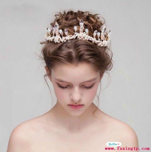 美发造型 新娘发型  2018-03-23 00:00| 来源:未知|点击: 次 新娘发型