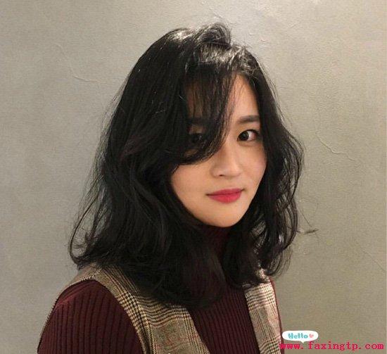 圆脸女生适合的烫发发型,想变小脸都不是问题