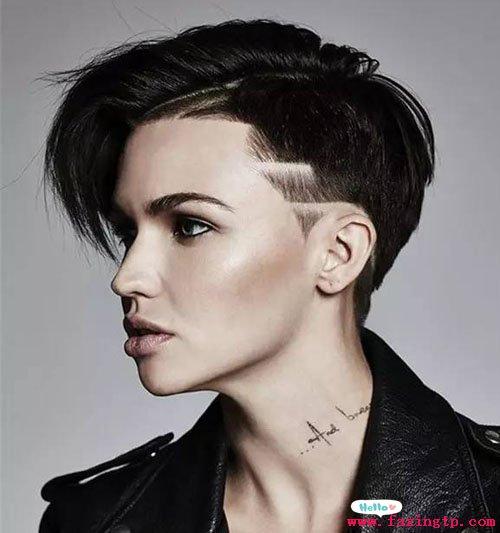 女士发型图片    女生的under cut已经从头发的侧边转移到后脑勺的图片